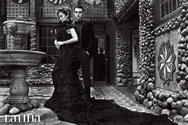 Драма Gueen: Дженнифер Лопес позирует в роскошных платьях