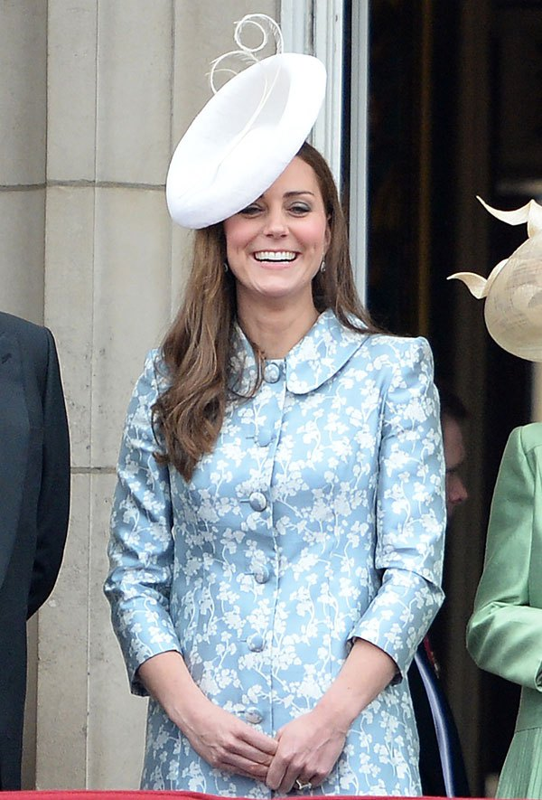 Возвращение герцогини: Кейт Миддлтон вышла в свет после родов