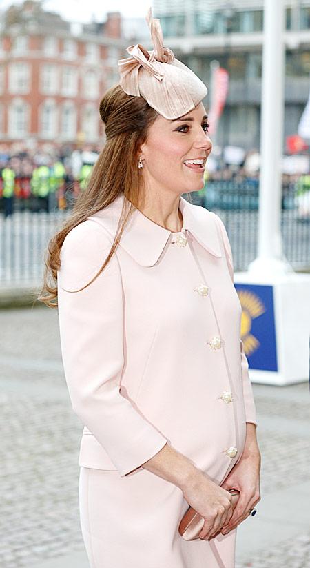 Дорогу герцогине! Беременная Кейт Миддлтон показала очаровательный образ