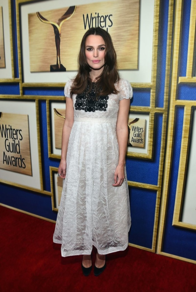 Беременная Кира Найтли примерила вечернее платье от Burberry