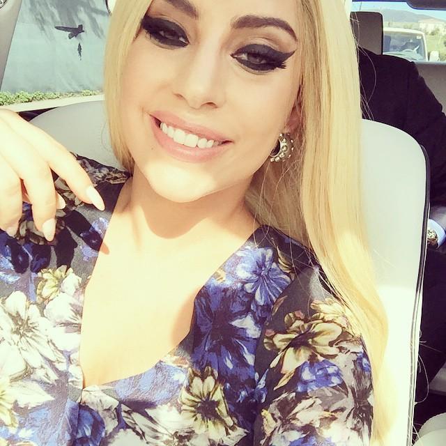 Милашка: Леди Гага показала лицо без макияжа