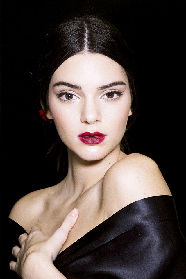Ягодные губы и воздушные стрелки на показе Dolce & Gabbana: