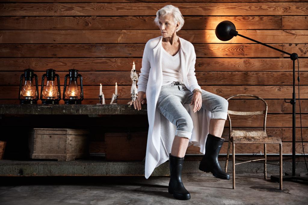 Сильная, независимая: 68-летняя мама миллиардера Илона Маска в фотосессии для James Perse