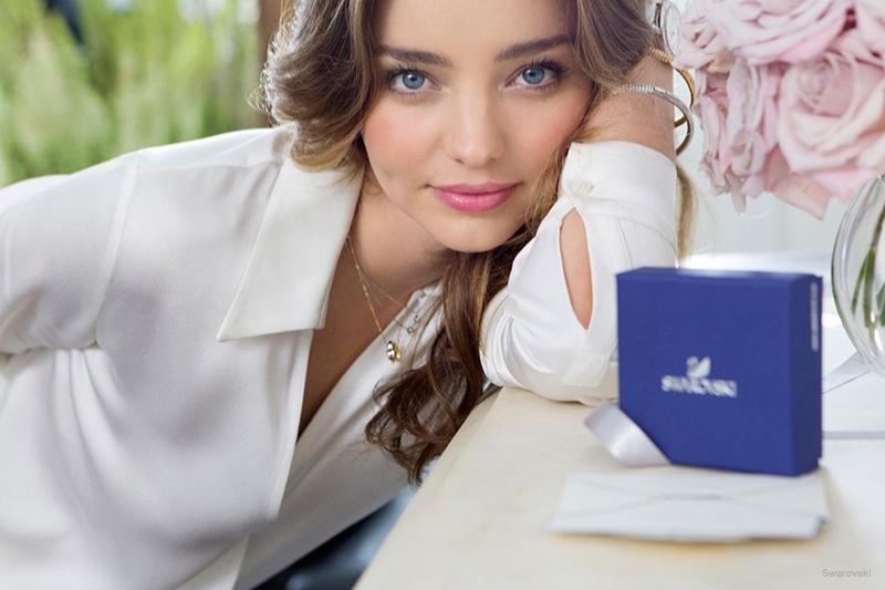 Дорогая женщина: Мирнанда Керр рекламирует драгоценности Swarovski