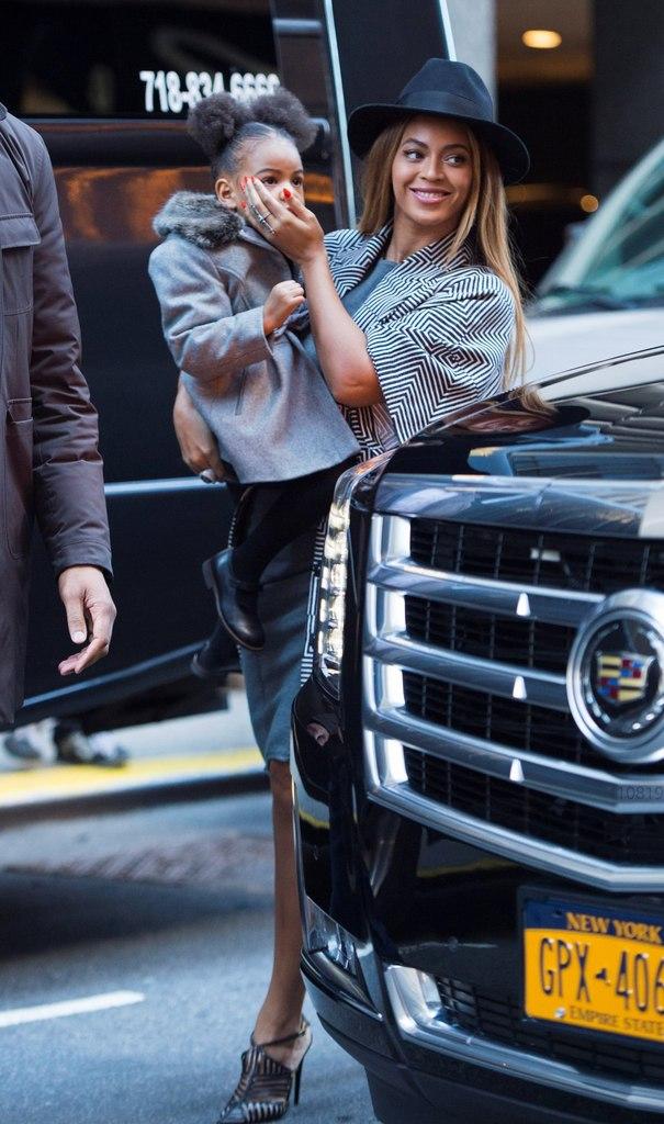 Модные дамы: Бейонсе и Блю Айви демонстрируют сногсшибательный стиль