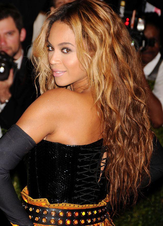 объемная укладка волос бейонсе фото