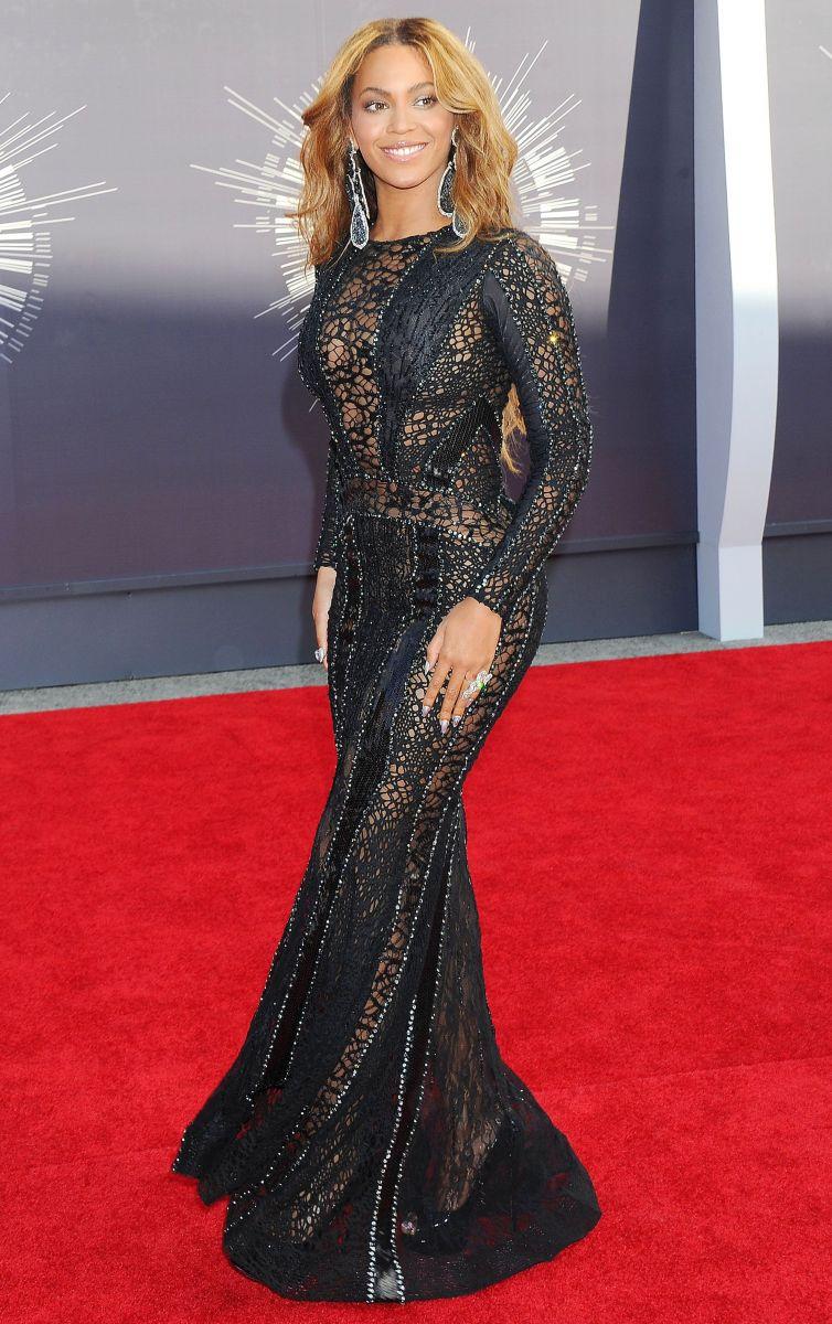 На церемонию MTV Video Music Awards Бейонсе прибыла в компании своего супруга Джей-Зи и очаровательной дочуркой Блю Айви.