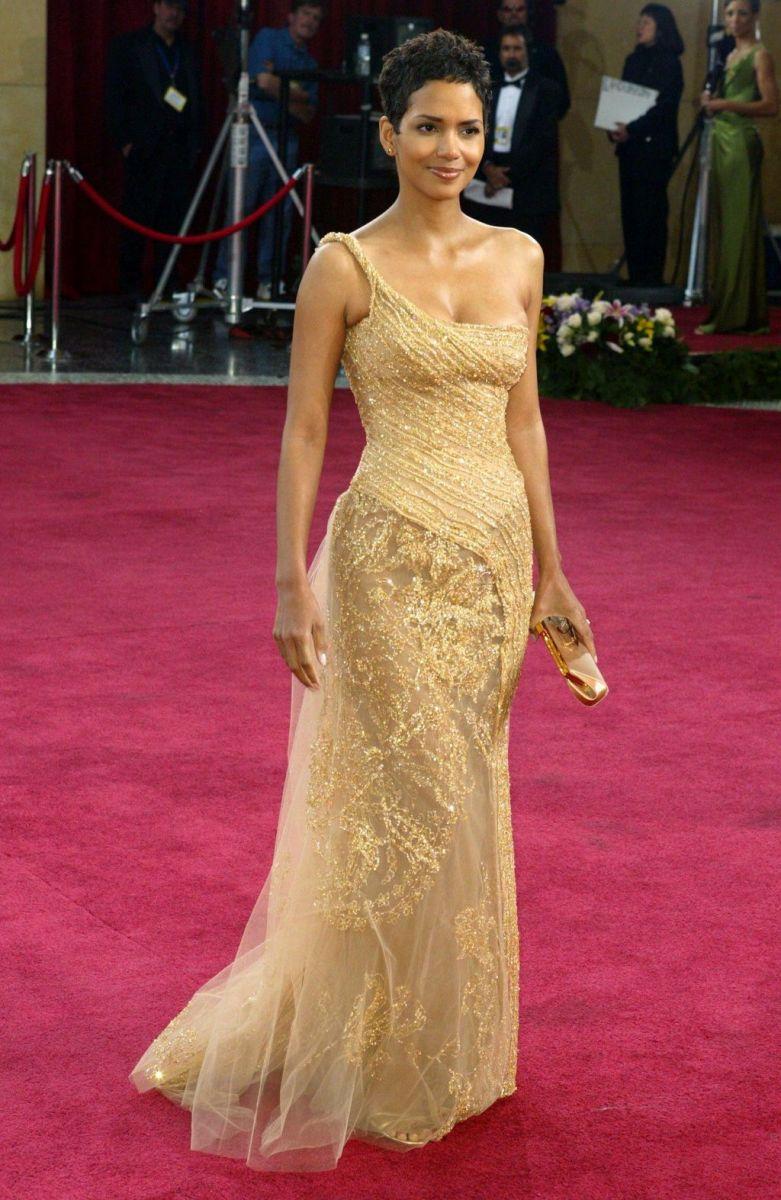 лучшие наряды звезд на красной дорожке Оскара за 20 лет фото