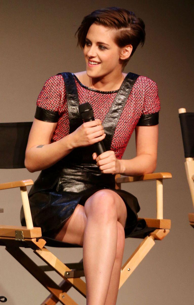 Кристен Стюарт в мини-платье от Chanel: стайл или провал?