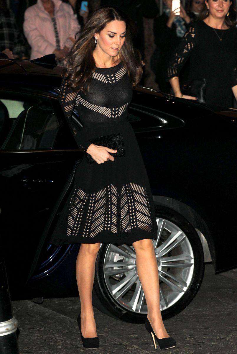 Беременная Кейт Миддлтон в маленьком черном платье