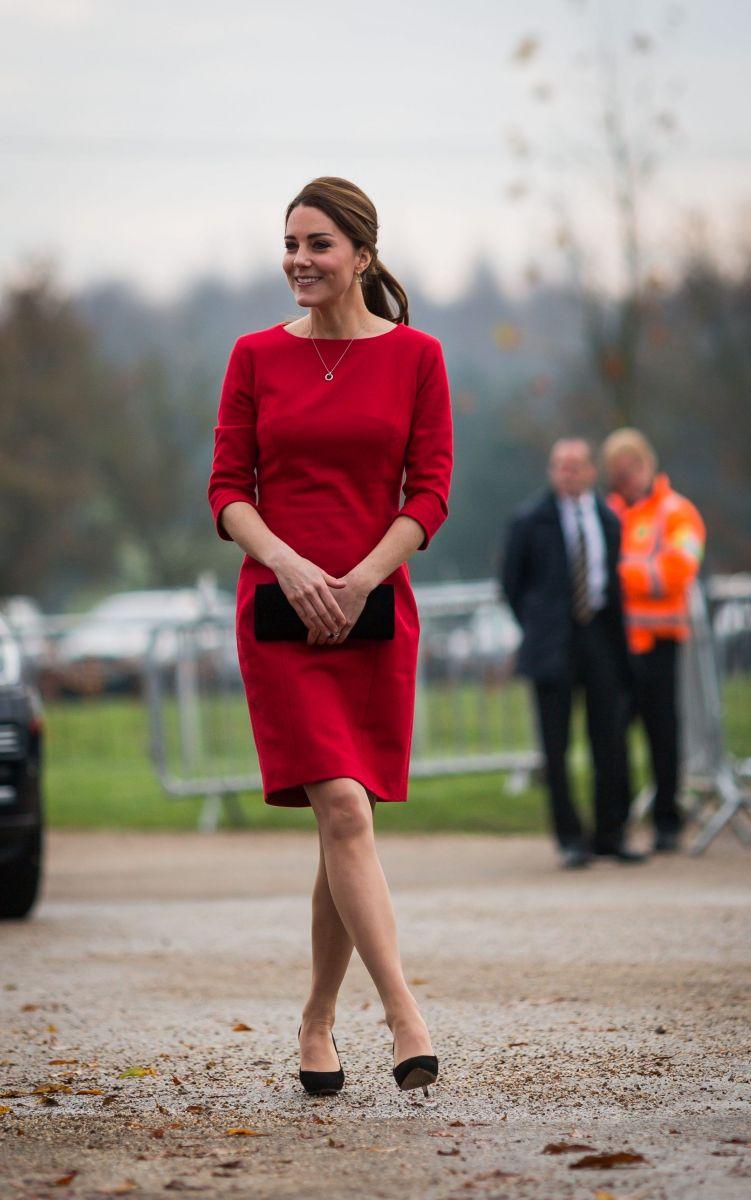 Беременная Кейт Миддлтон покорила новым образом в красном платье