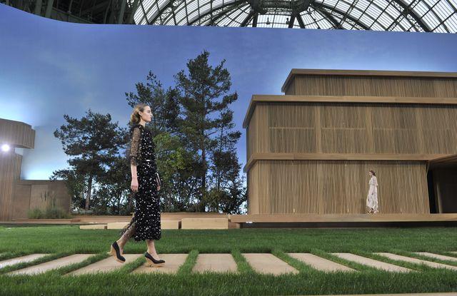 10 фактов о грандиозном шоу-показе Chanel Haute Couture  весна лето 2016 фото