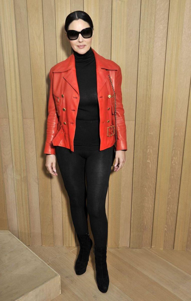 В лабутэнах и лосинах: Моника Беллуччи на показе Chanel Haute Couture (ФОТО)
