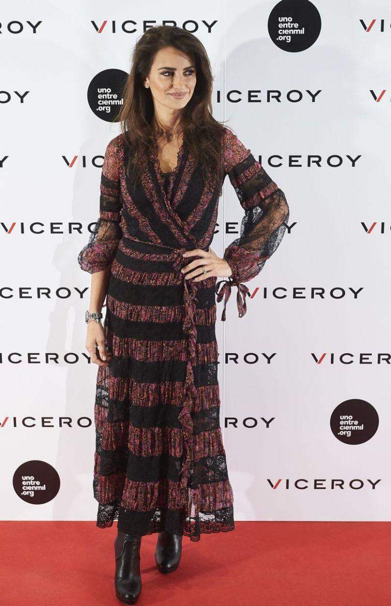 Образ дня: Пенелопа Крус в роскошном бохо-платье Etro в Мадриде фото