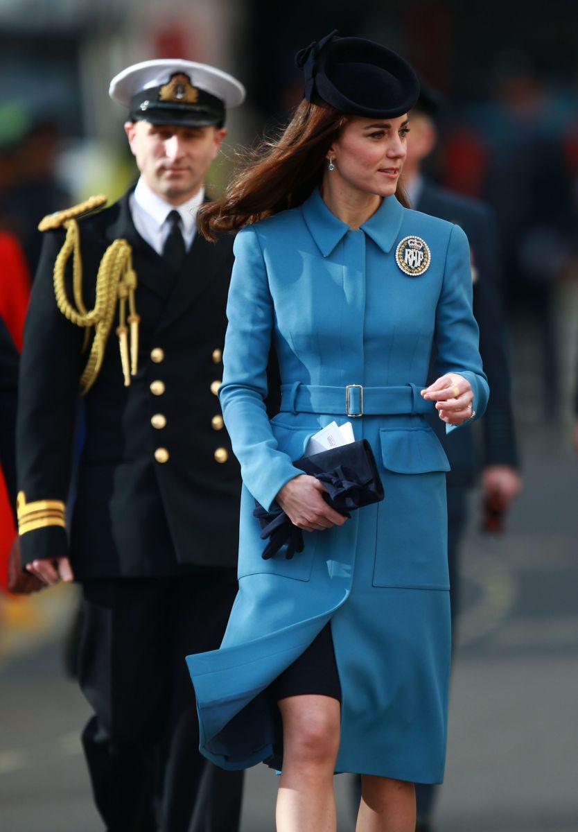 Кейт Миддлтон показывает, как носить пальто (ФОТО)