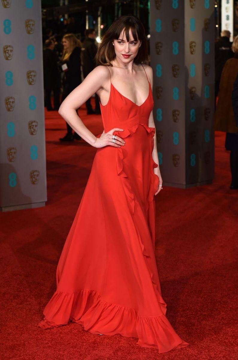 BAFTA 2016: лучшие наряды звезд с красной дорожки (ФОТО) Ким Кардашьян в Красном Платье