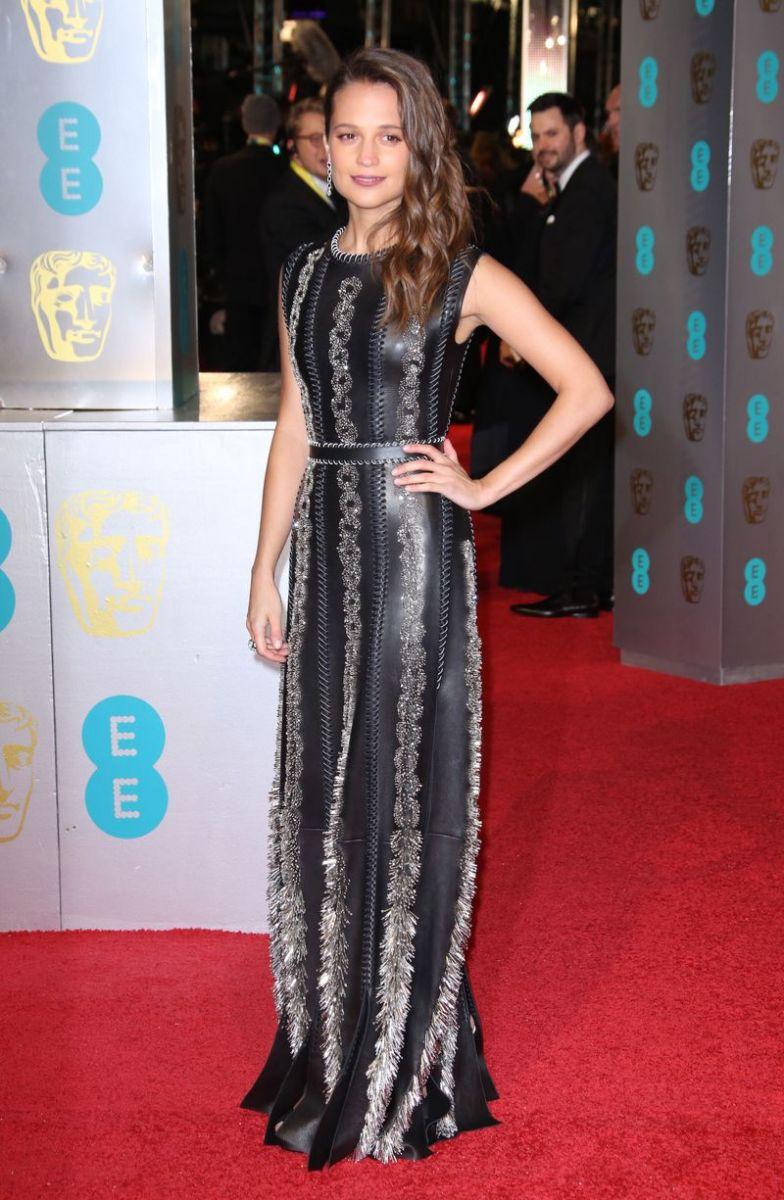 BAFTA 2016: лучшие наряды звезд с красной дорожки фото