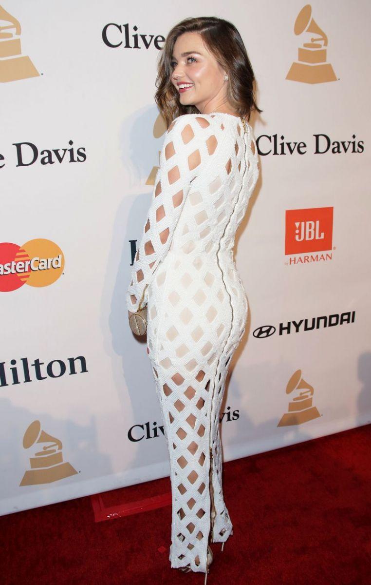 Образ дня: Миранда Керр с новой стрижкой в платье Balmain фото