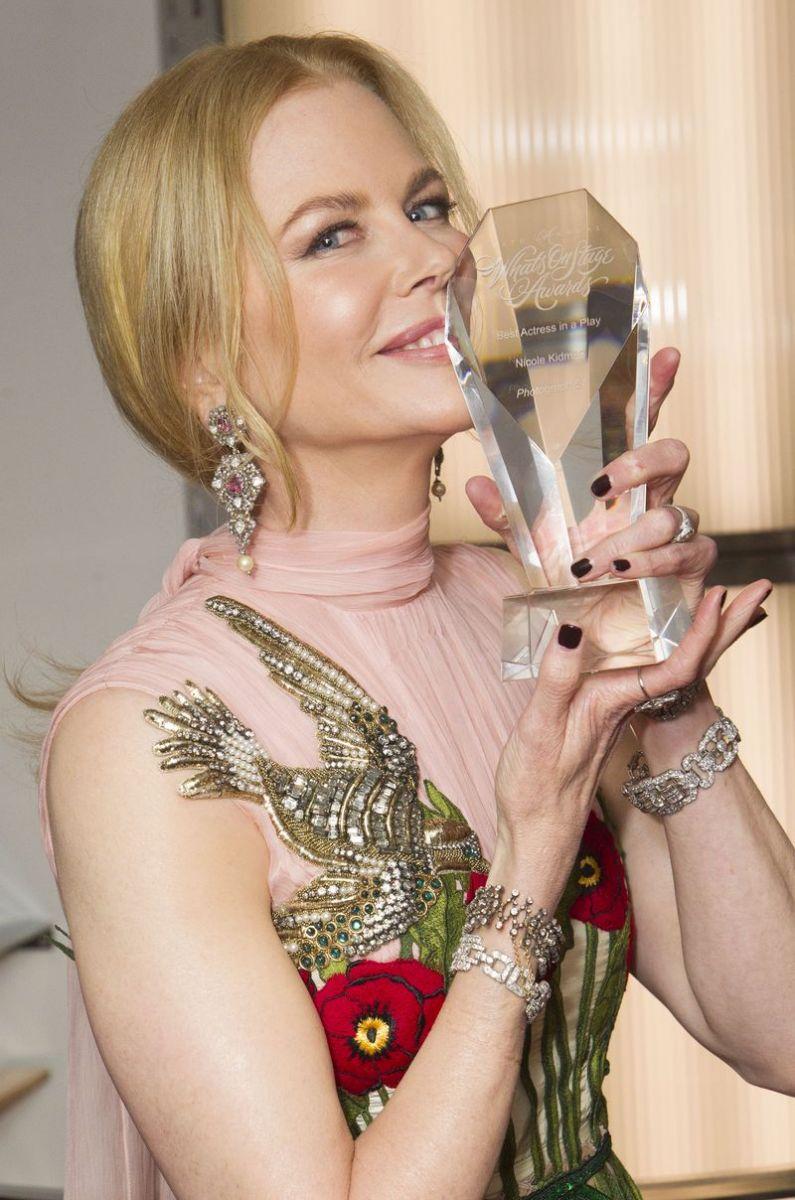 Николь Кидман в платья Gucci на церемонии WhatsOnStage Awards Concert  фото