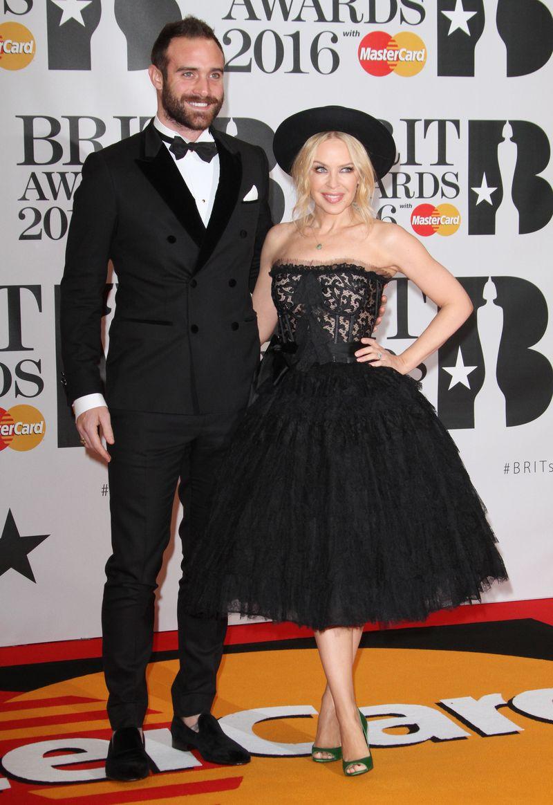 Адель, Рианна, Кайли Миноуг, Алекса Чанг, Лана Дель Рей и другие звезды на красной дорожке The Brit Awards 2016