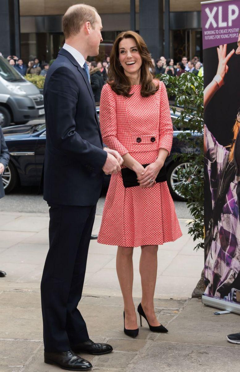 элегантная Кейт Миддлтон покорила публику нарядом фото 2016