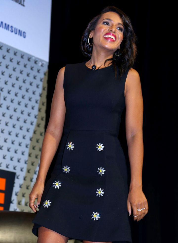 Керри Вашингтон в идеальном маленьком черном платье фото 2016