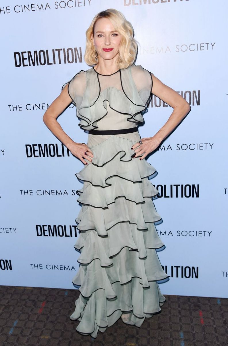 Образ дня: Наоми Уоттс покорила роскошным платьем на вечеринке в Нью-Йорке