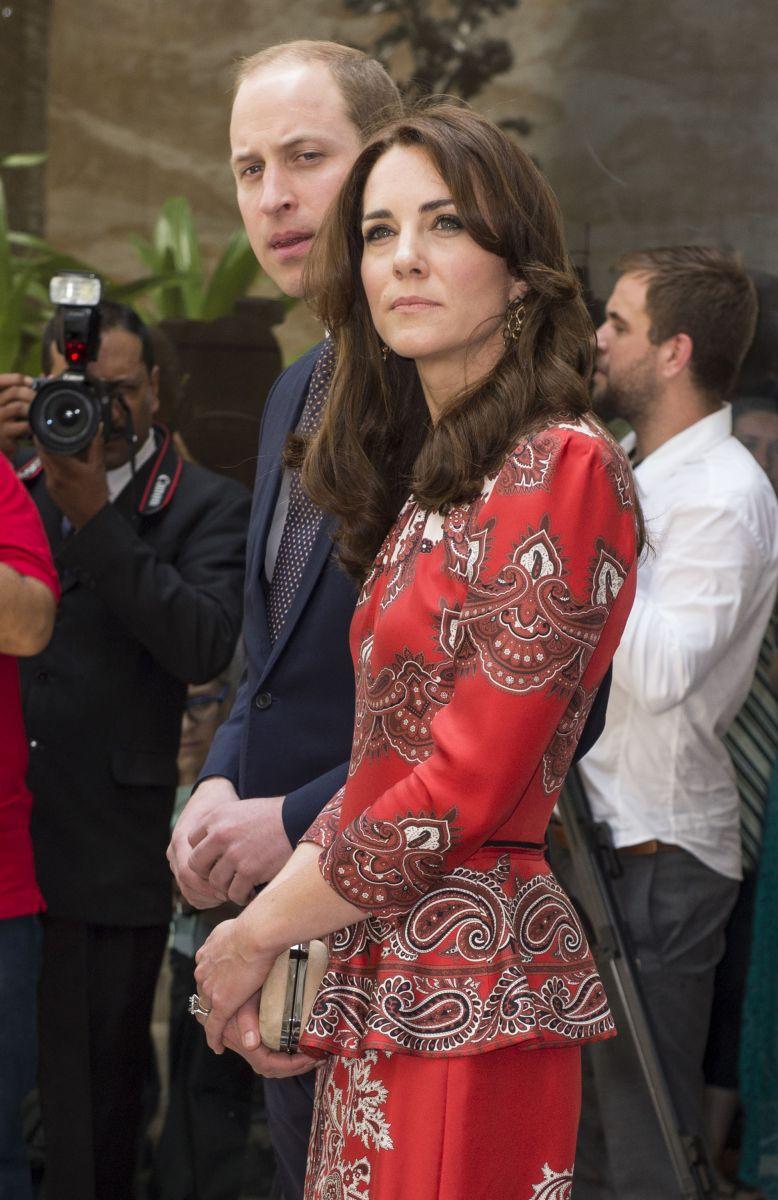 Образ дня: потрясающая Кейт Миддлтон в юбочном костюме Alexander McQueen