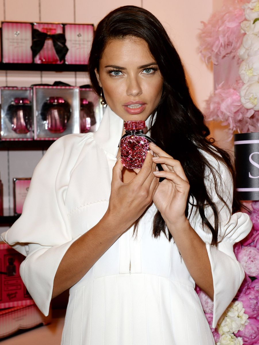 Ангел-представитель: Адриана Лима презентовала аромат Bombshell от Victorias Secret