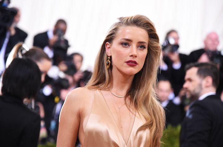 Идеальная женщина: известный пластический хирург назвал Эмбер Херд самой красивой на планете