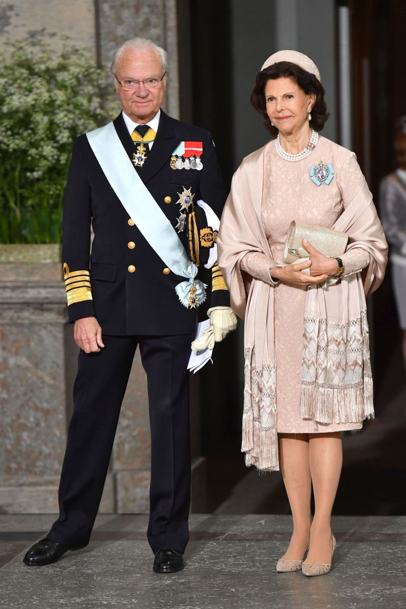 Шведская семья: как были одеты члены шведской королевской семьи на крестинах принца Оскара