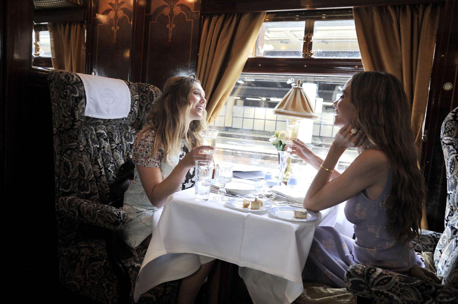 Сливки общества: интересные факты о показе Dior Resort 2017 и о гостях мероприятия