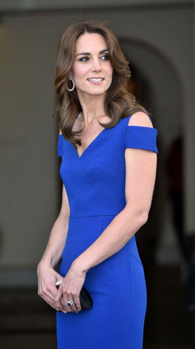 Образ дня: Кейт Миддлтон покорила элегантным платьем от Roland Mouretgown (ФОТО)