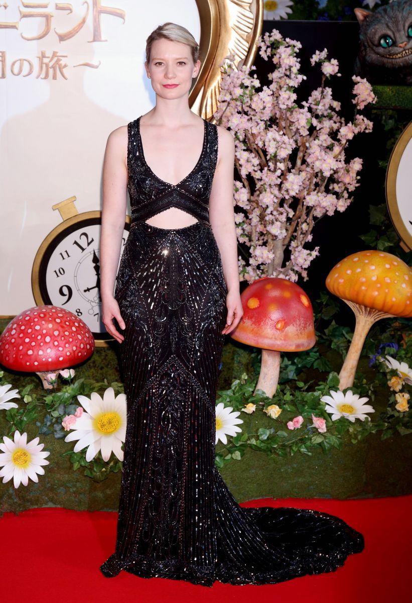 Образ дня: прекрасная Миа Васиковска в платье Roberto Cavalli Couture в
