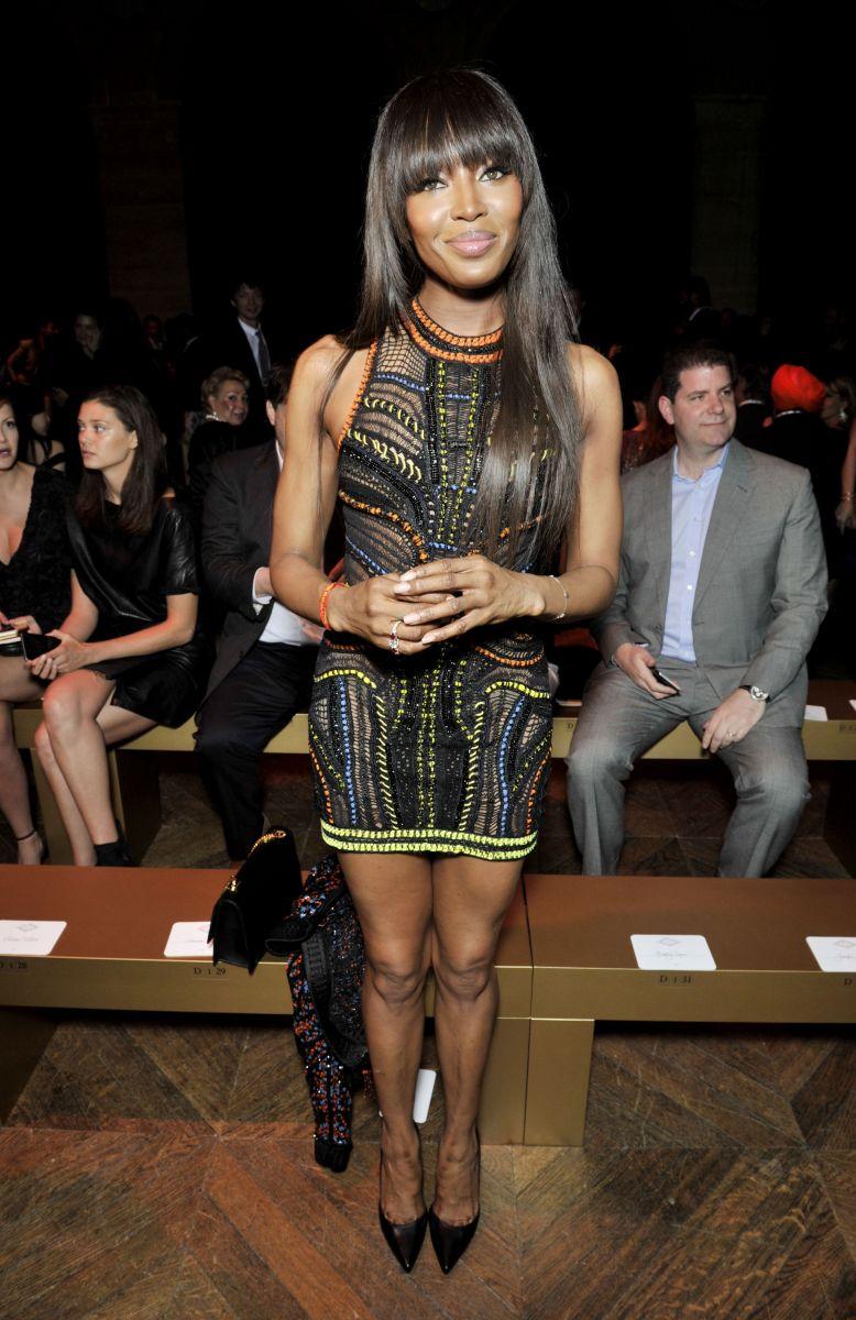 Образ дня: Наоми Кэмпбелл в мини-платье на показе Atelier Versace Haute Couture