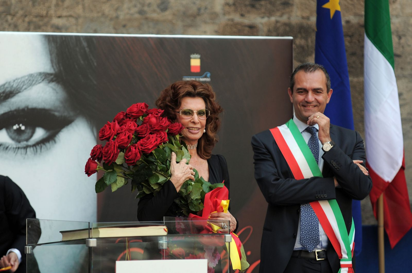 Вечно молодая: 81-летняя Софи Лорен на получении титула почетной гражданки Неаполя