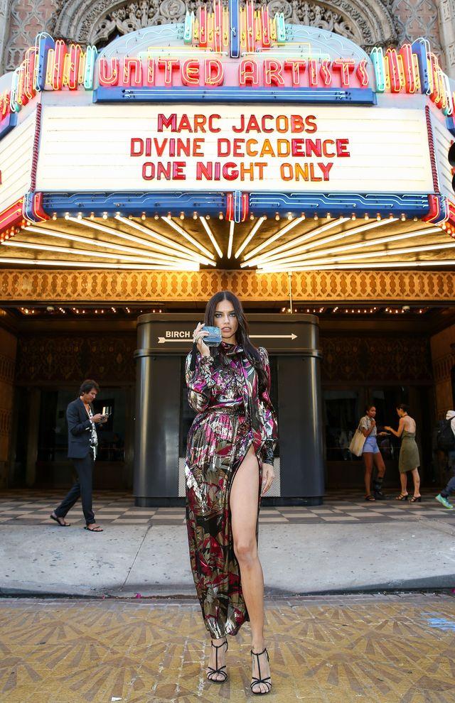 сногсшибательная Адриана Лима на презентации аромата Marc Jacobs Divine Decadence фото