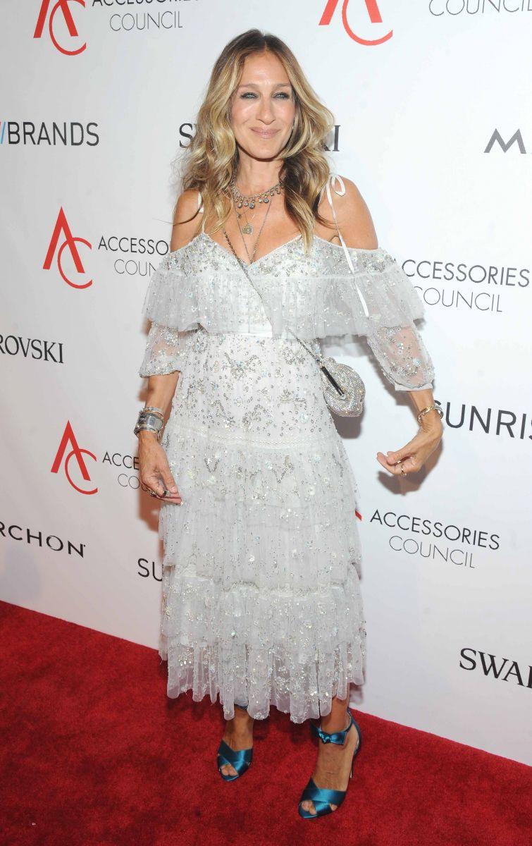 Сара Джессика Паркер блистает в женственном наряде на ACE Awards-2016 (ФОТО)