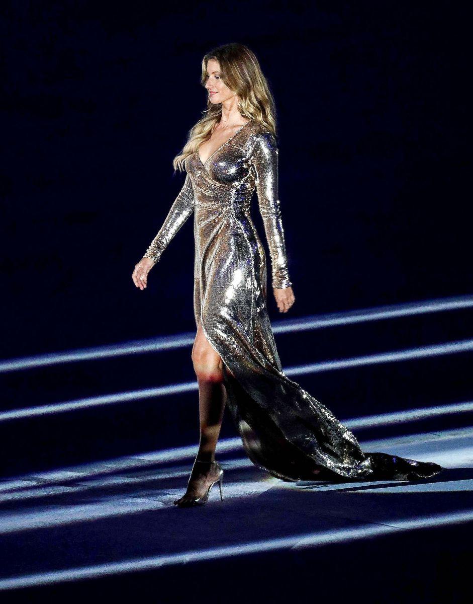 Образ дня: блистательная Жизель Бундхен на церемонии открытия Олимпиады 2016 в Рио