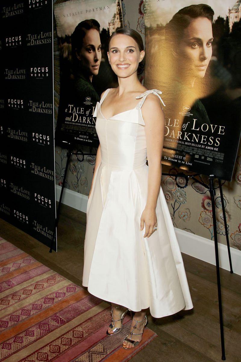 Образ дня: женственная Натали Портман на премьере фильма