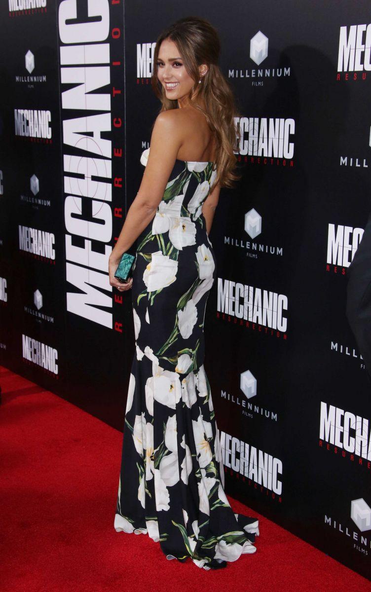 Самые стильные звезды недели: Кейт Миддлтон в Alexander McQueen, женственная Джессика Альба, сексапильная Роузи Ханингтон-Уайтли и многие другие (ФОТО)