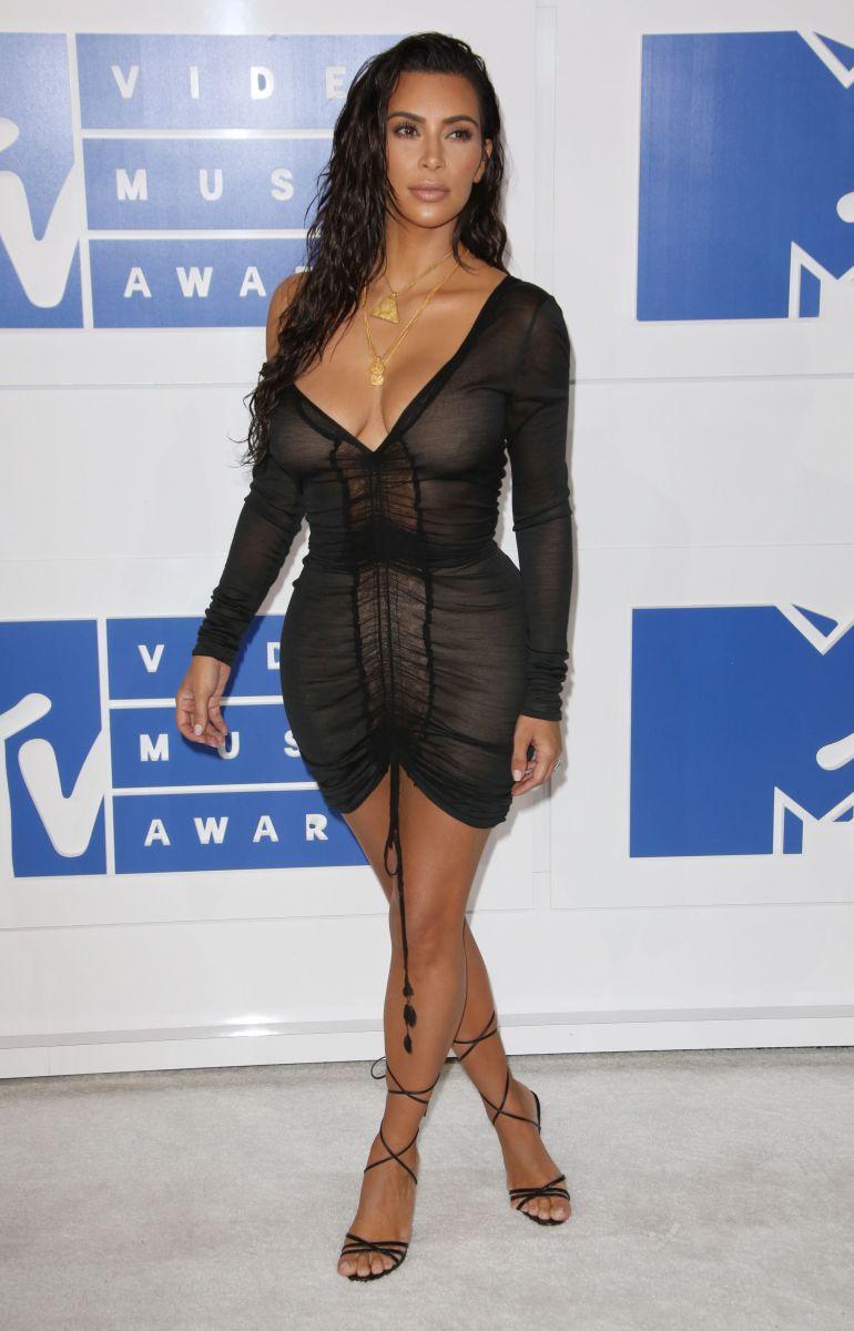 Бейонсе, Бритни Спирс, Ким Кардашьян и другие звезды покорили сексуальными нарядами на красной дорожке