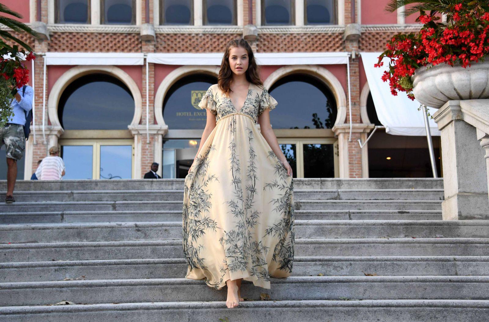 Образ дня: нежная Барбара Павлин на Венецианском кинофестивале (ФОТО)