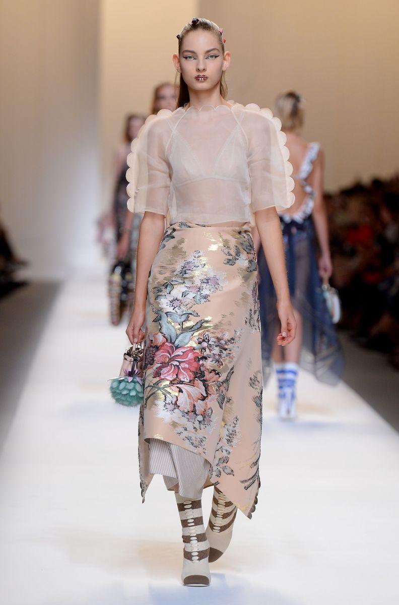Fendi показал роскошную коллекцию с Беллой и Джиджи Хадид (ФОТО)