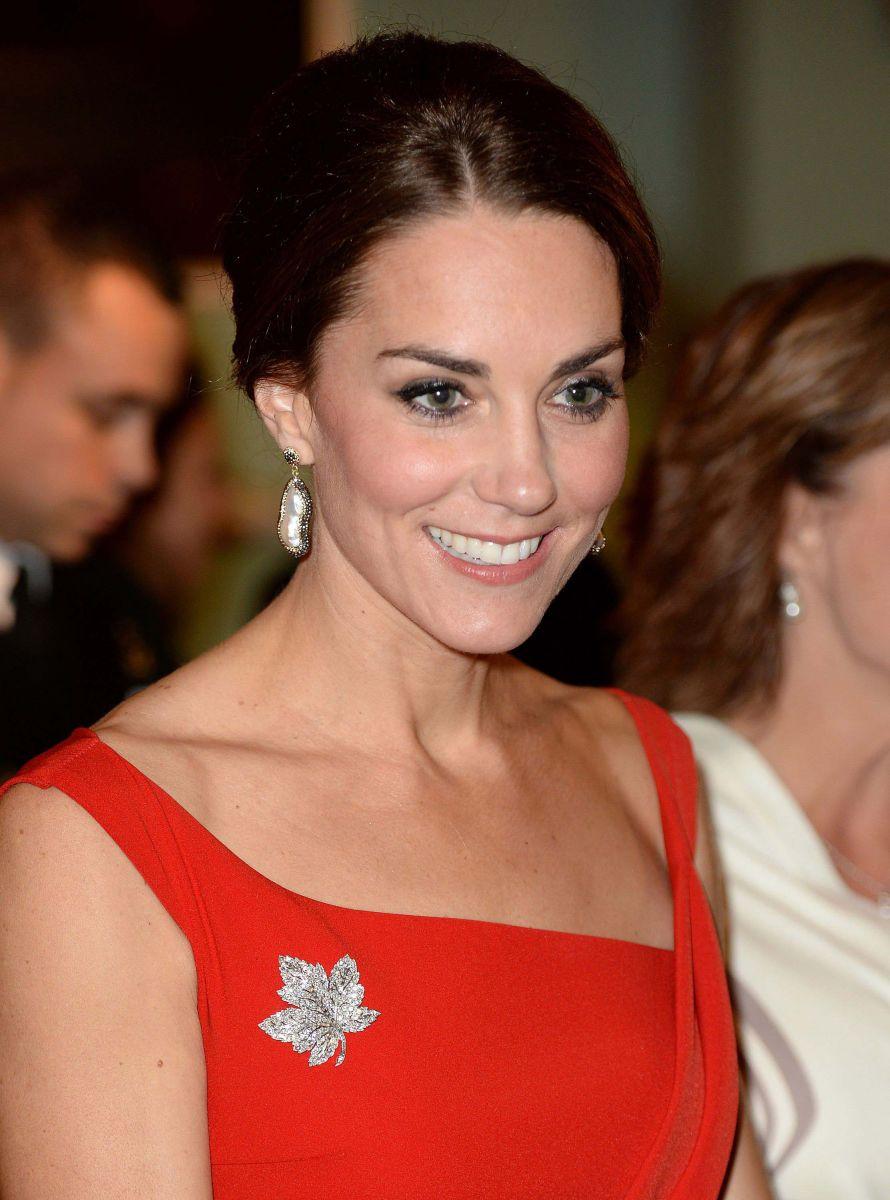 Образ дня: Кейт Миддлтон в сногсшибательном красном платье на приеме в Доме правительства (ФОТО)