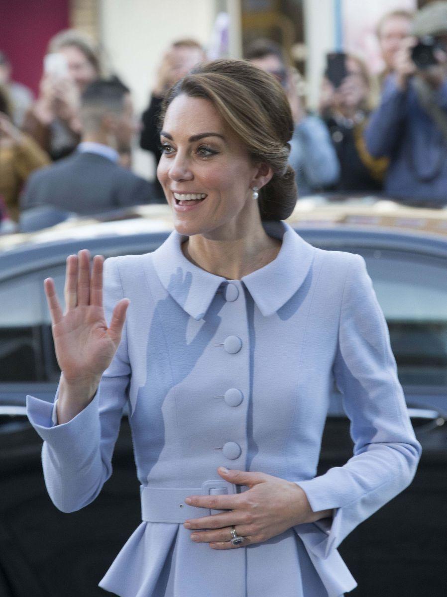 Образ дня: Новый наряд Кейт Миддлтон на мероприятии в Нидерландах (ФОТО)