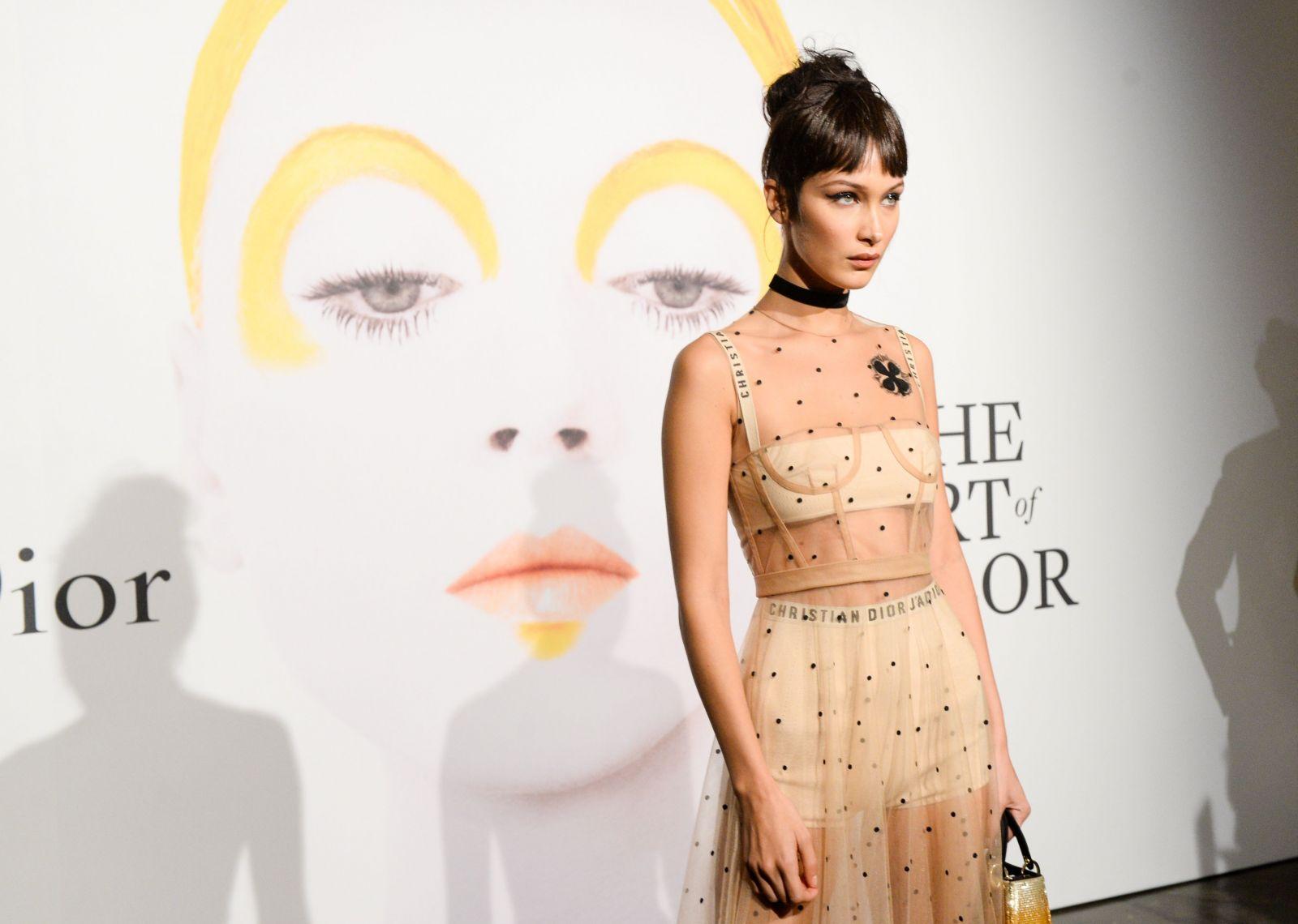 Белла Хадид сразила публику прозрачным платьем от Dior (ФОТО)