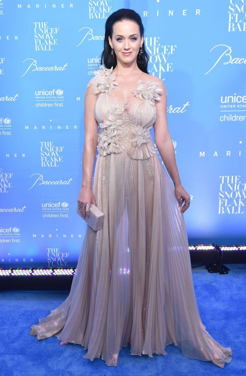 Образ дня: Кэти Перри в платье Marchesa на балу UNICEF (ФОТО)