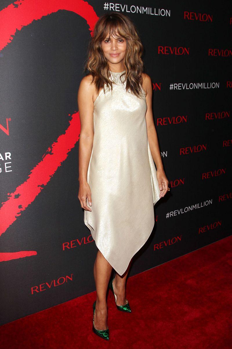 Самые стильные звезды недели: Холли Берри в золотом наряде, Кэти Перри в платье Marchesa и другие (ФОТО)