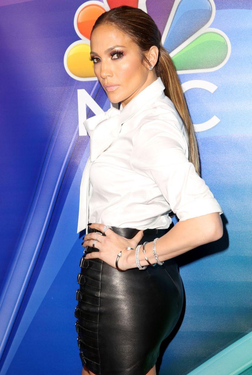 Дженнифер Лопес вышла в свет в соблазнительной мини-юбке от Gucci (ФОТО)
